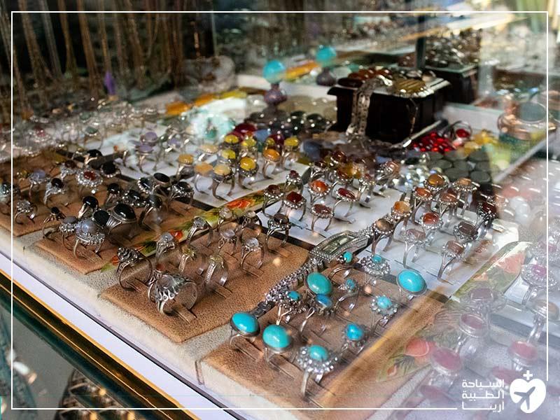 مجوهرات حجر الفيروز التقليدية من أهم التذكارات في ايران
