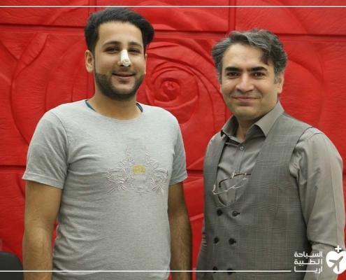 باقر مع دكتوره بعد عملية انحراف الحاجز الانفي في ايران