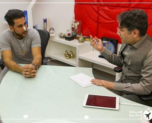 باقر مع دكتوره بعد عملية انحراف الحاجز الانفي في طهران
