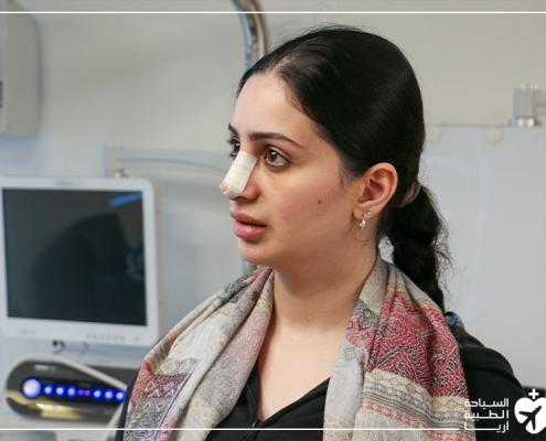 في عيادة الطبيب بعد عملية ترميم الانف في ايران