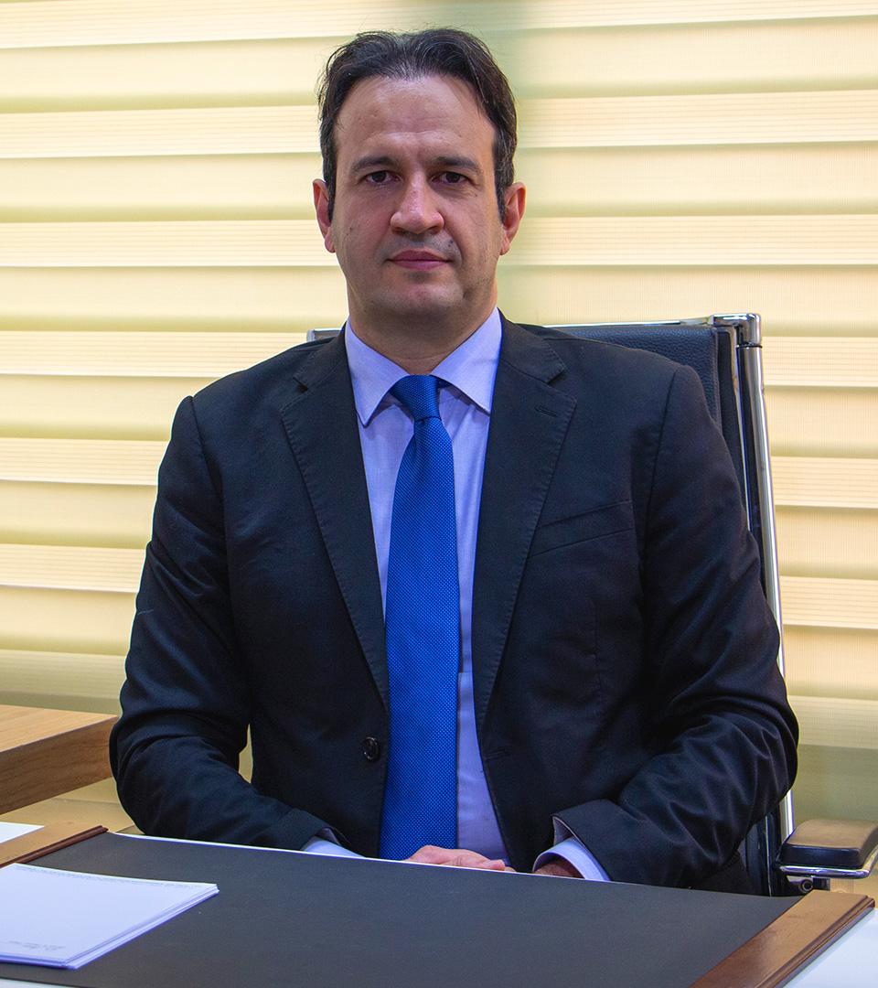 د. شهريار عزيزي أخصائي الجراحة بالمنظار في ايران