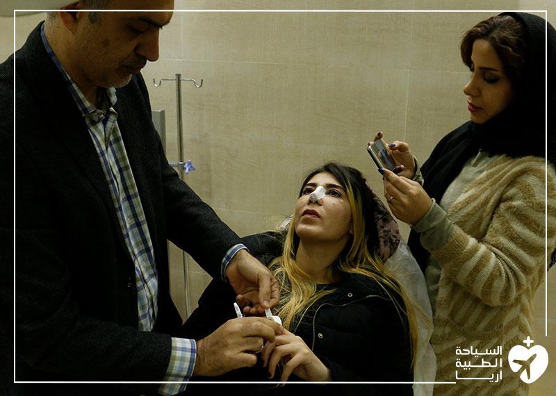مريضة ألمانية سورية تراجع جراحها بعد عملية تجميل الانف في ايران