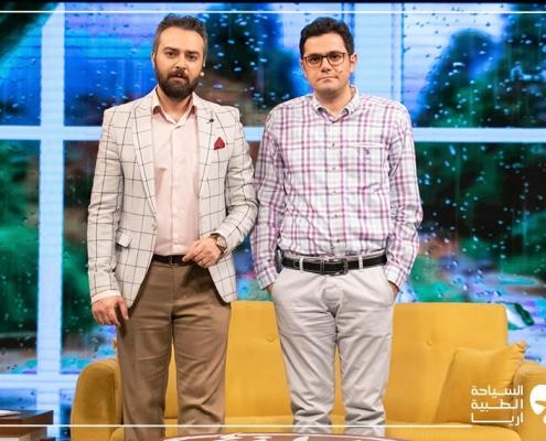محمد نصري مع مقدم البرنامج التلفزيوني نحن الإيرانيين
