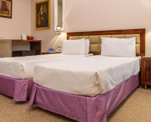 غرفة لشخصين في فندق نيلو في طهران