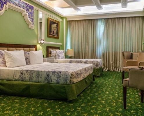 غرفة لثلاثة أشخاص في فندق نيلو في طهران