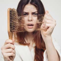 تساقط الشعر بعد عملية إنقاص الوزن الأسباب ونصائح الوقاية