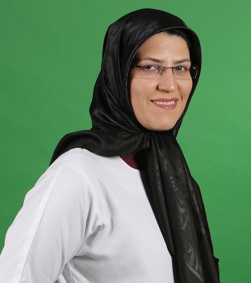 الدكتورة معصومة سعيدي، أخصائية الأنف والأذن والحنجرة في طهران، إيران