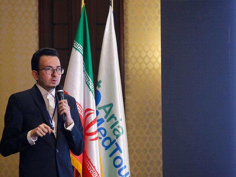 محمدهادی شجاری بنیانگذار شرکت مدیکال توریسم آریا در همایش هتل اسپیناس پالاس