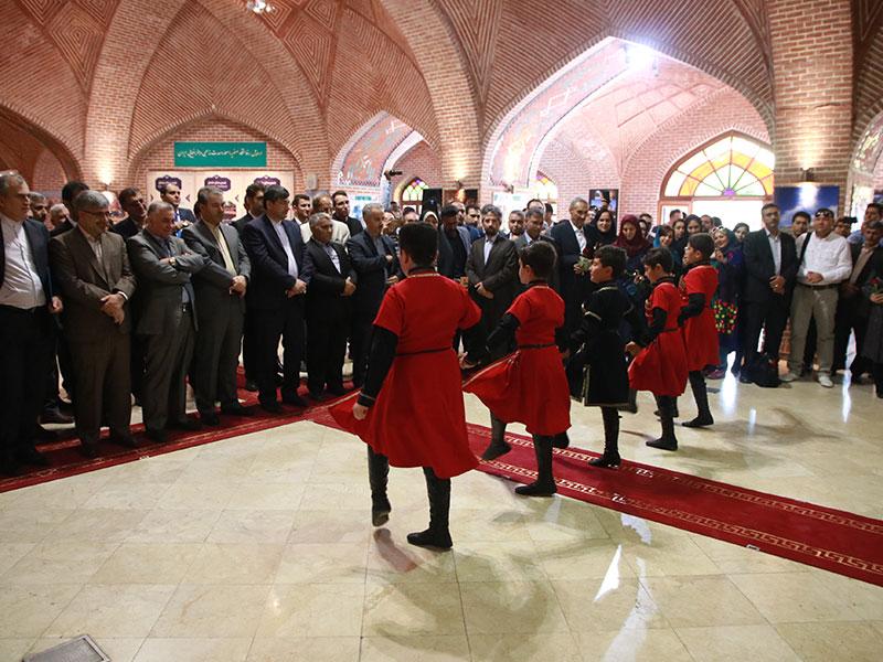 رقص آذربایجانی در مجموعه شیخ صفی الدین اردبیلی در روز افتتاحیه نمایشگاه