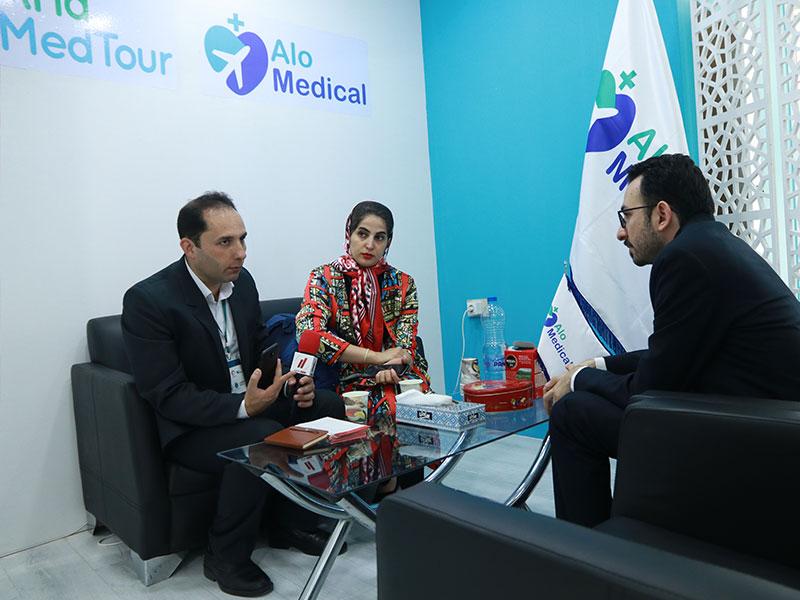 حضور خبرنگاران در غرفه آریامدتور و الومدیکال