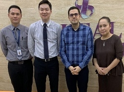 محمد نصری، بنیانگذار شرکت گشت سلامت آریا، درکنار مسئولان کشور مالزی در سفر آریامدتور به مالزی، یکی از قطبهای گردشگری سلامت در دنیا