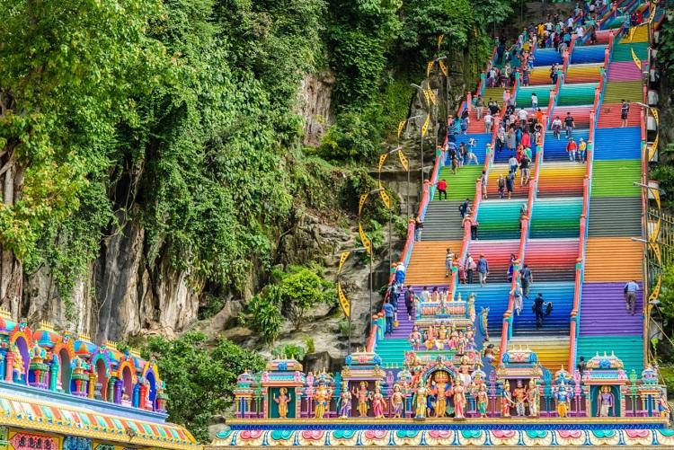 غارهای باتو در مالزی یکی از جاذبه های گردشگری کشور مالزی