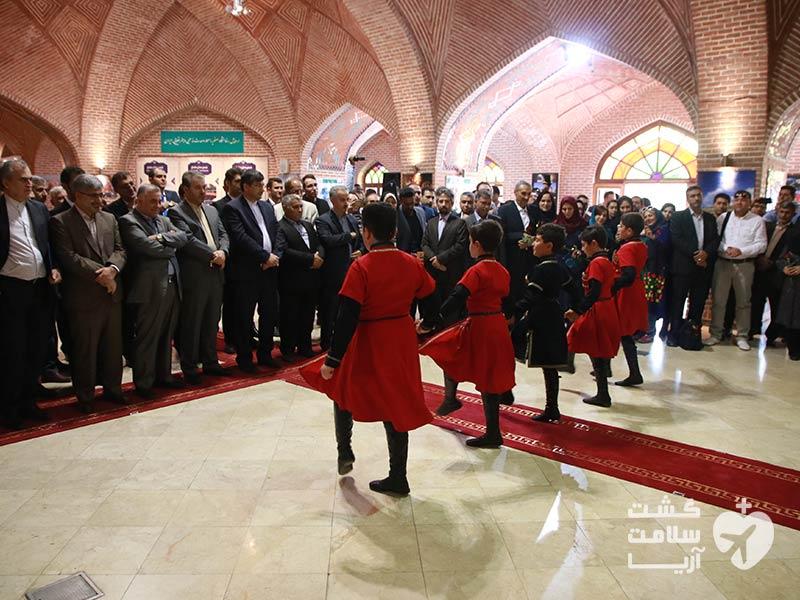 رقص محلی آذری در مراسم افتتاحیه دومین کنفرانس بینالمللی اکو در اردبیل