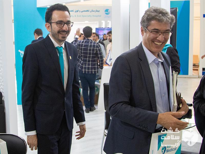 بازدید سعید هاشمنژاد از غرفههای استارتاپ پیشروی گردشگری پزشکی ایران در نمایشگاه اکو