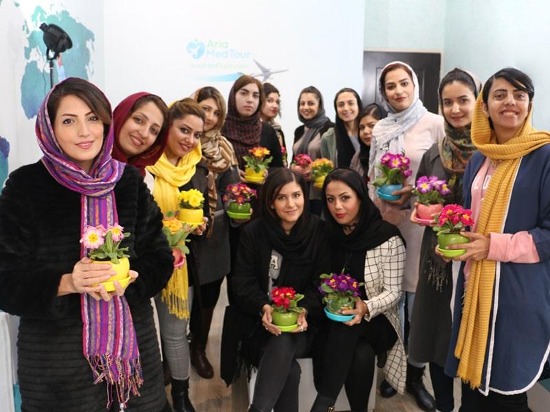 هدیه بانوان شرکت گردشگری سلامت آریا در روز زن