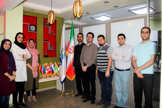 کارمندان شرکت آریامدتور استارتاپ گردشگری سلامت در دفتر شرکت