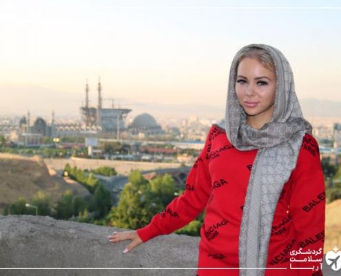 زن خارجی با حجاب در ایران