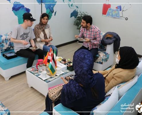بیمار فلسطینی برای جراحی زیبایی در دفتر شرکت آریامدتور