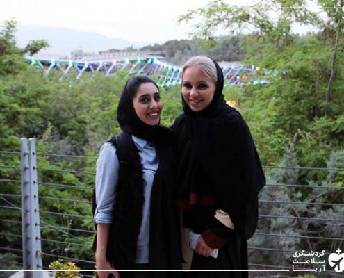 توریست خارجی و مترجم استارتاپ آریامدتور در ایران