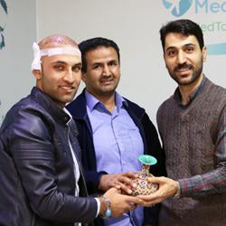 گردشگر سلامت افغان در دفتر شرکت مدیکال توریسم ایرانی