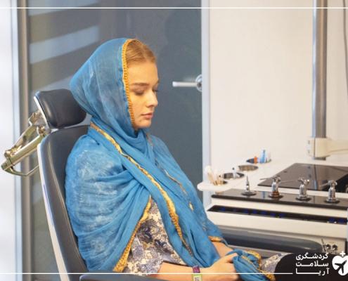 دختر آمریکایی در کلینیک جراحی پلاستیک ایران