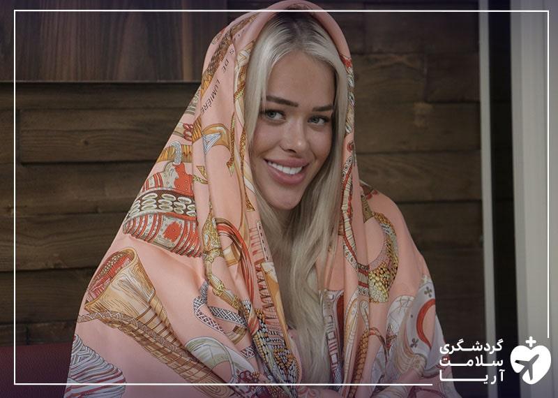 خانم سیسیلیا از نروژ، گردشگر سلامت در ایران، راضی و خشنود از خدمات گردشگری سلامت ارائه شده توسط شرکت آریامدتور
