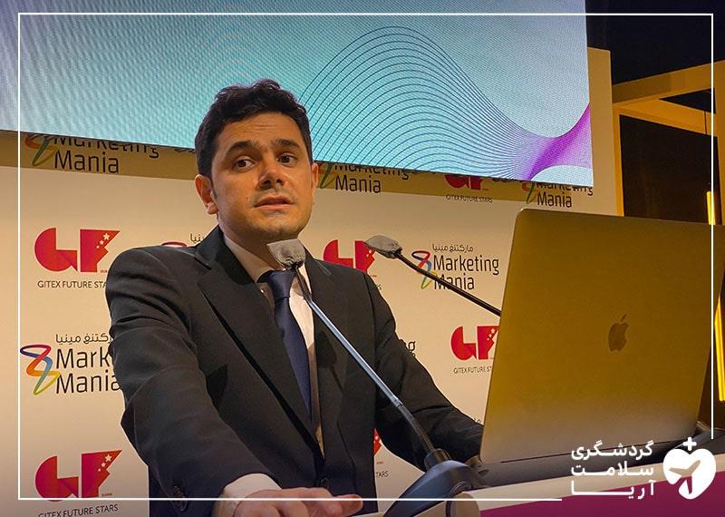 محمد نصری، مدیرعامل آریامدتور در حال ارائه به سرمایه گذاران خارجی در نمایشگاه جیتکس 2020 دبی