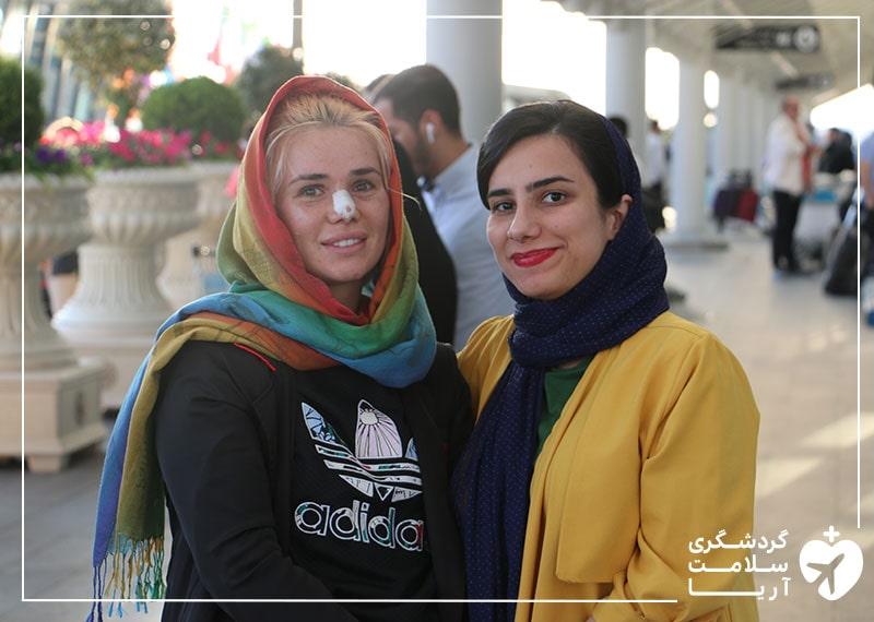 استقبال مترجم درمانی تیم آریامدتور از بیمار خارجی در فرودگاه و در بدو ورود به ایران