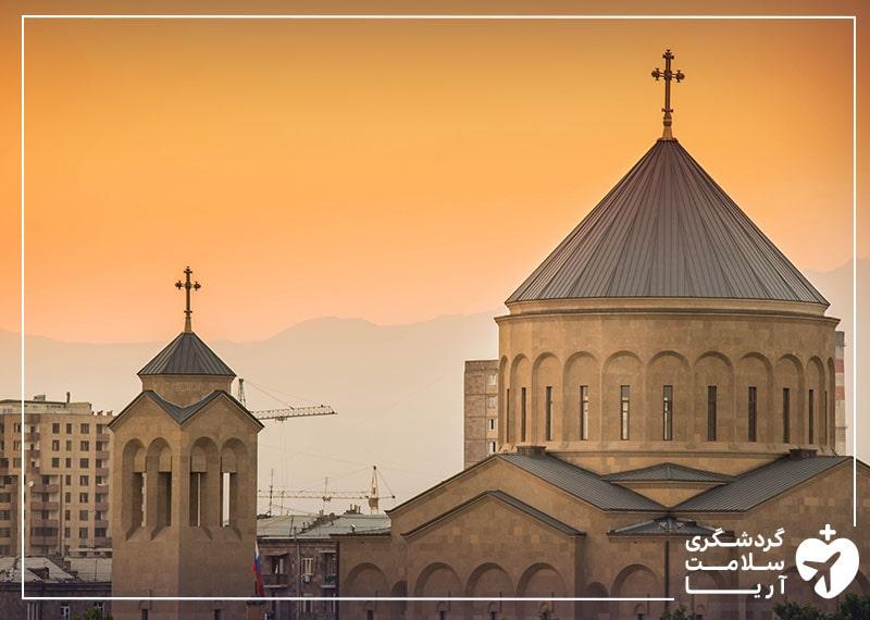نمایی از یک کلیسا در ارمنستان که قبل از شیوع کرونا قطب گردشگری بوده است