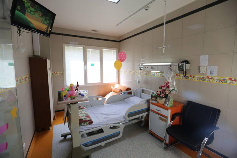 Bahman Hospital children rooms