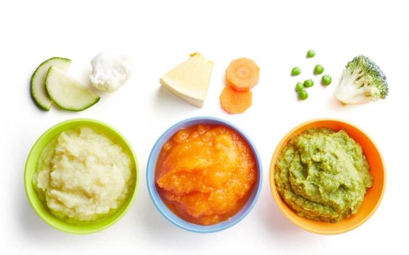 tigelas de comida em purê