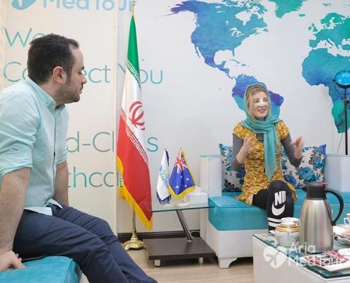 Female medical tourist talking to ariamedtour's staff