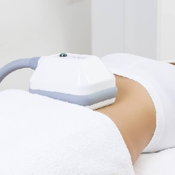coolsculpting device on the abdomen of a female patient